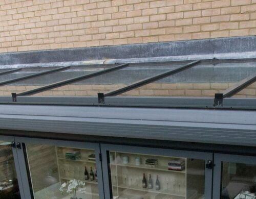 Glass lean-to roof