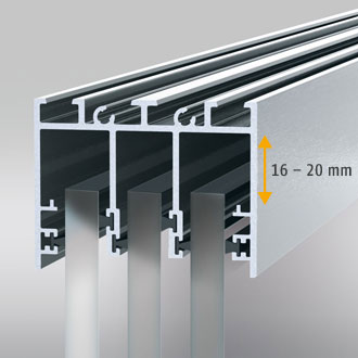 The ceiling rail adjusts to height differences up to 20 mm in case of building subsidences at the upper construction.