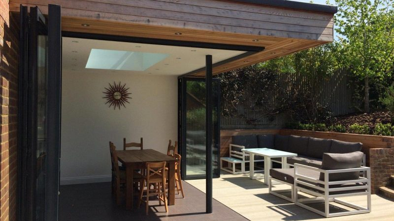 Bifold doors with floating corner designs